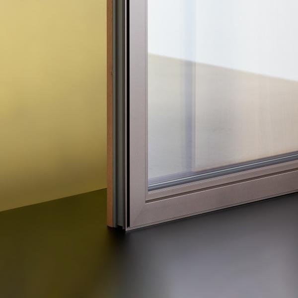 Material se predstavi: Steklo.